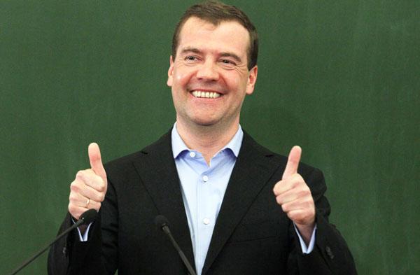 Медведев поручил уравнять МРОТ и прожиточный минимум