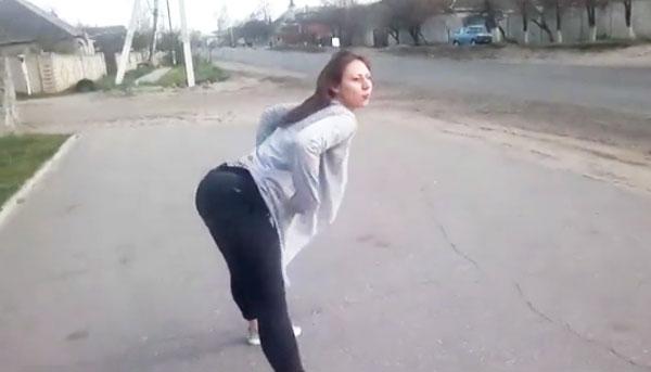 Страшное ДТП из-за танца у дороги (видео)