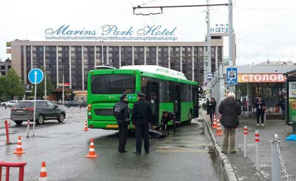 Жуткое ДТП на жд вокзале в Екатеринбурге: по мужчине проехал автобус